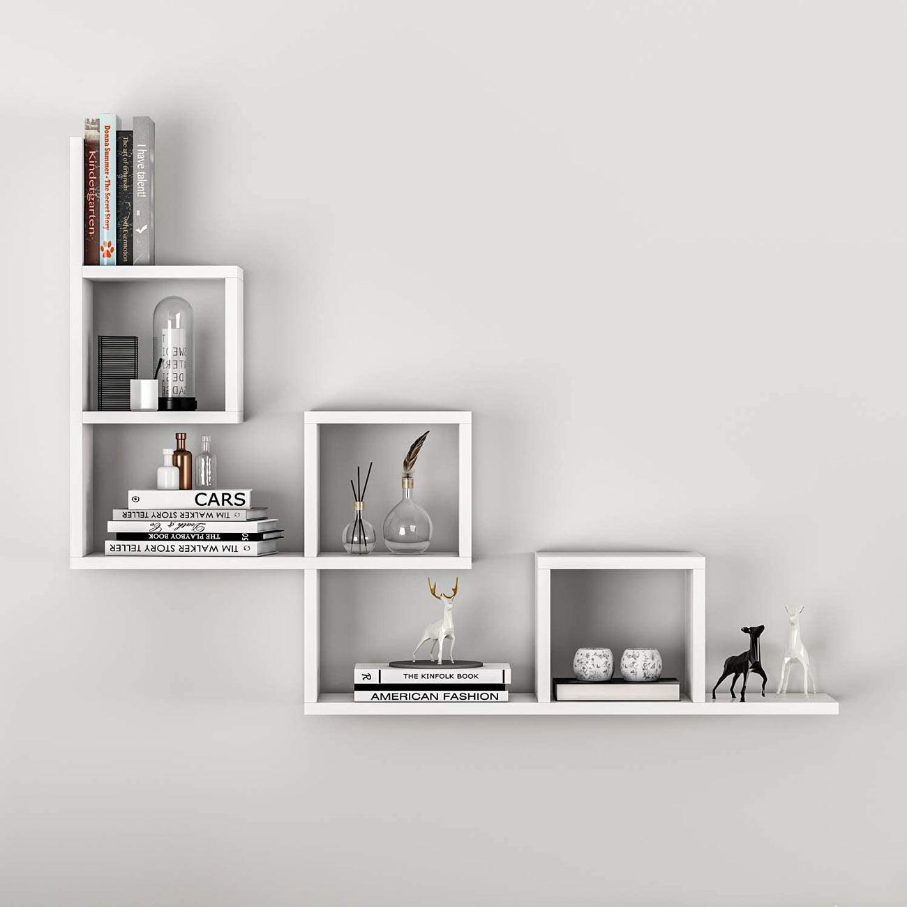 Arredare le pareti del soggiorno con le mensole