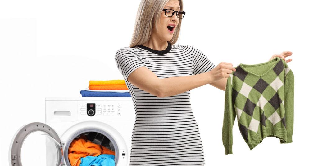 Maglione rimpicciolito in lavatrice
