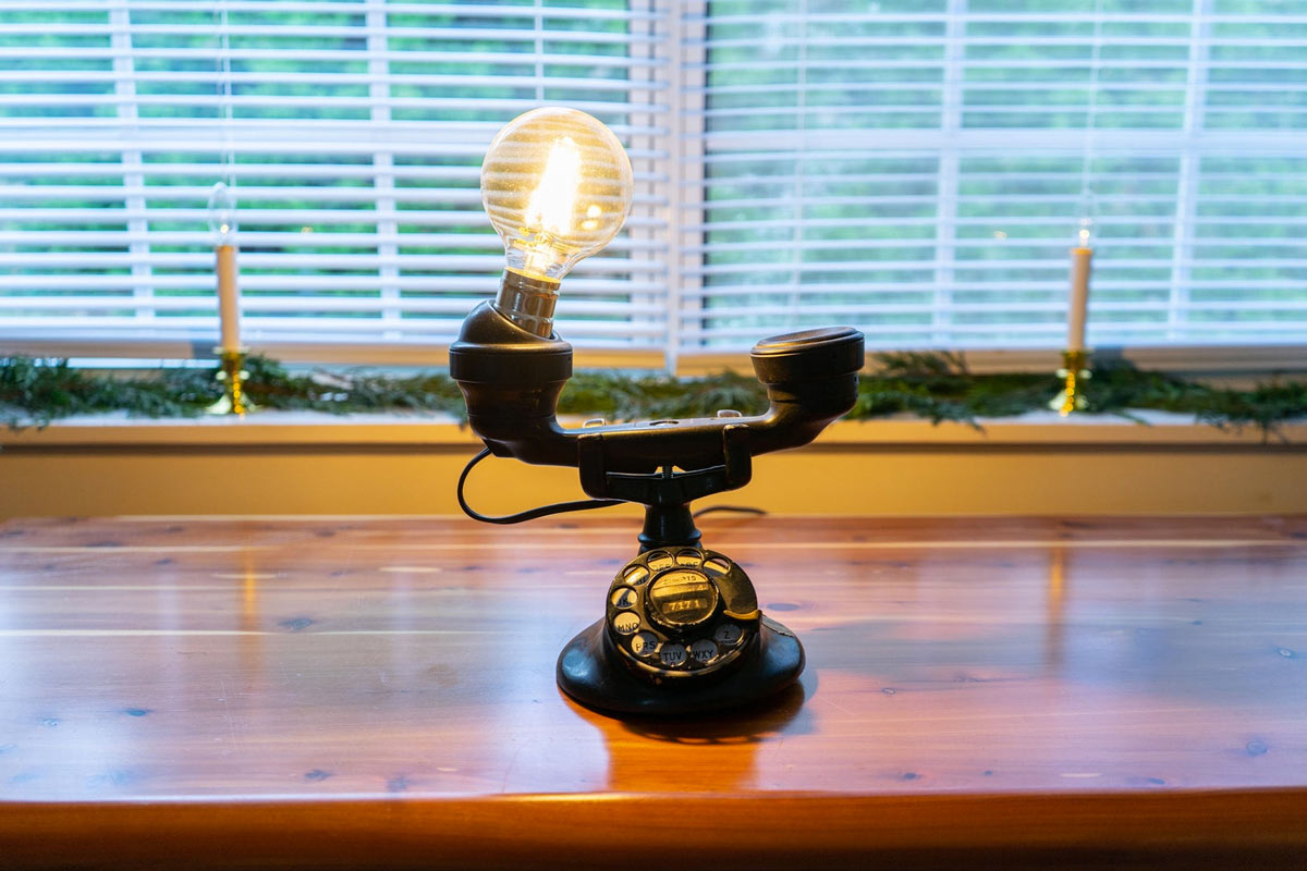Lampade originali con oggetti di riciclo.