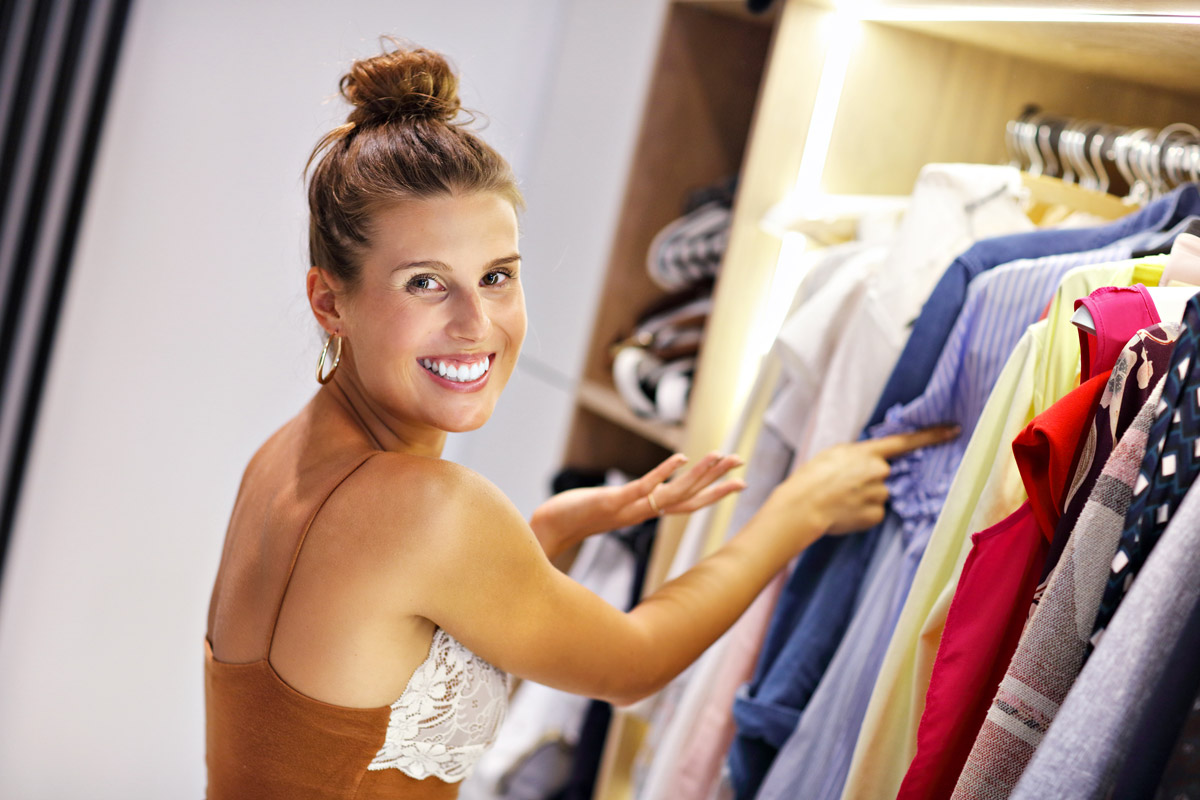 cosa fare per non far puzzare i vestiti di chiuso nell'armadio