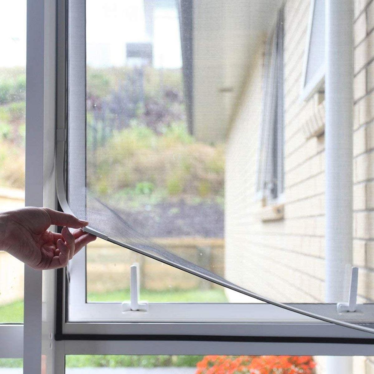 Zanzariere per finestre e portafinestra.