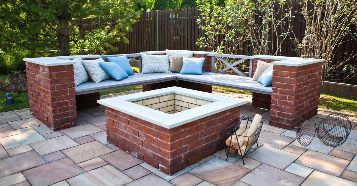 Caminetto in pietra fai da te in giardino.