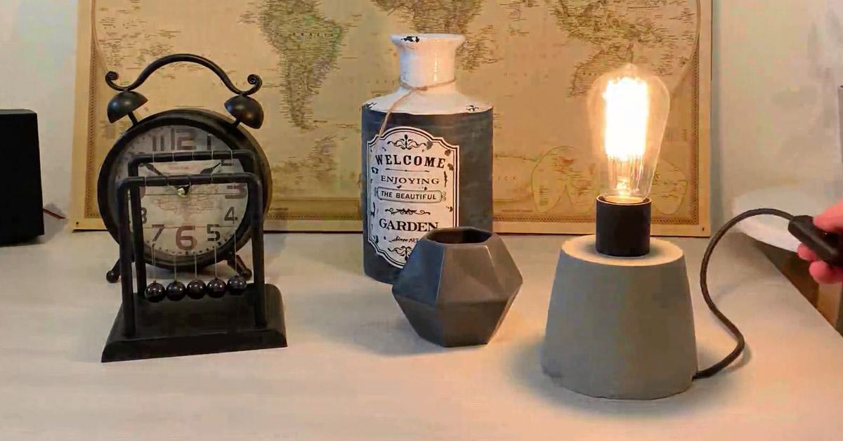 lampada da scrivania in cemento