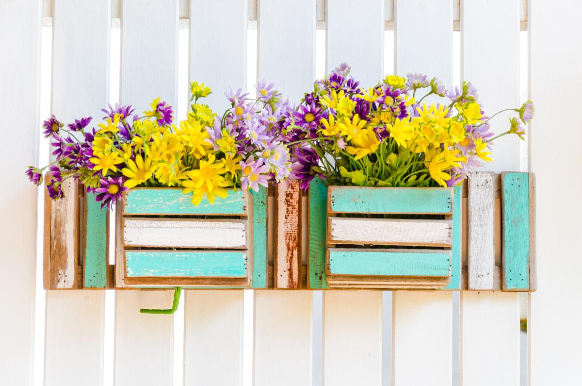 Vasi di fiori creativi per decorare casa d'estate
