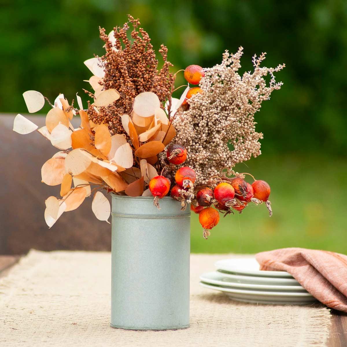 centrotavola portavaso per mazzo di fiori autunnali riciclo creativo