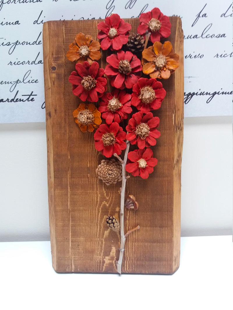 Realizzare dei fiori con le pigne
