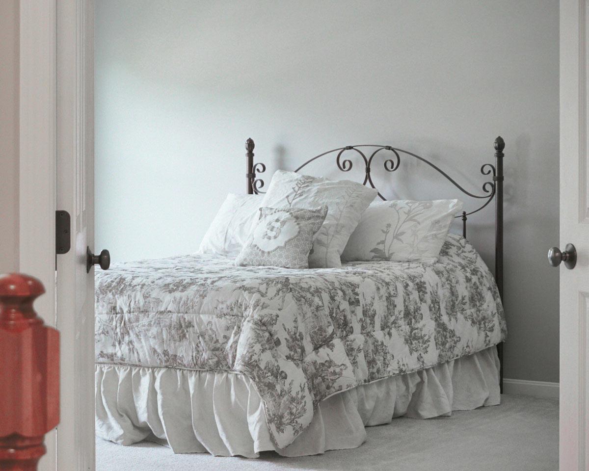 esempio di letto shabby in ferro battuto