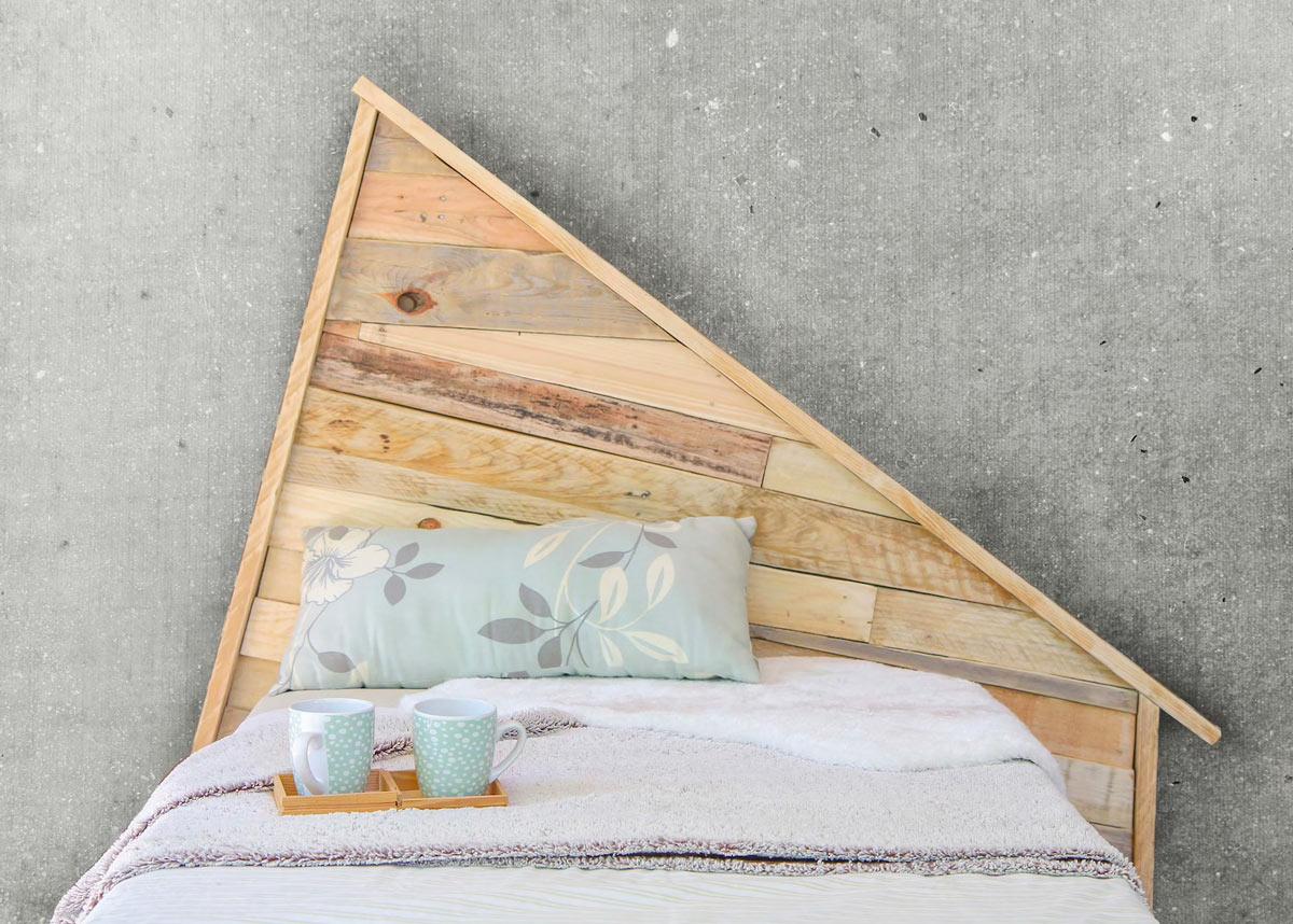 testiera letto con legno di pallet
